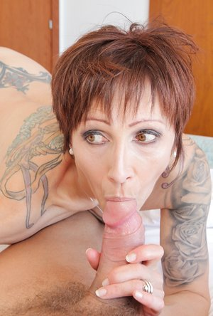 Tattooed MILF's Anal Wakeup Solicitation